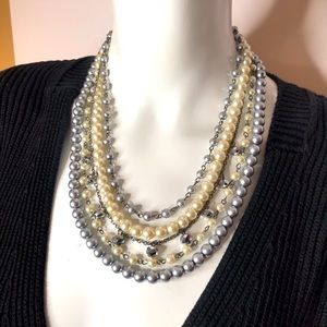 JS STATEMENT PEARL NECKLACE